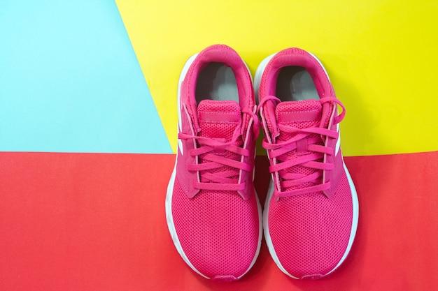 Rosa turnschuhe gesunder lebensstil heimtraining minimalistische workout-ideen