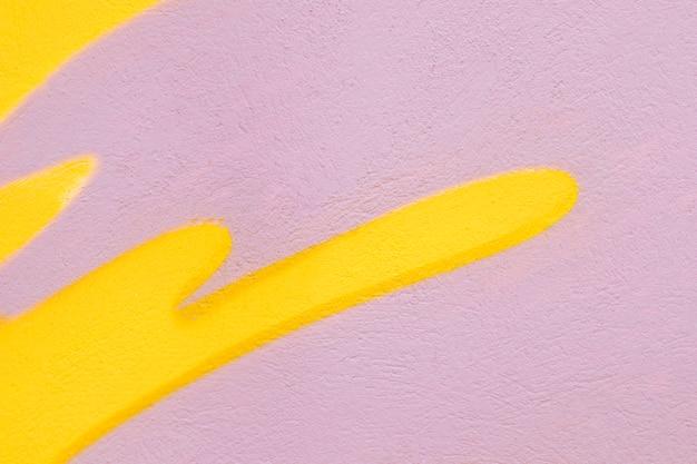 Rosa und gelber wandhintergrund