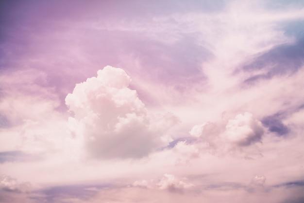 Rosa violette unwirkliche abstrakte wolken