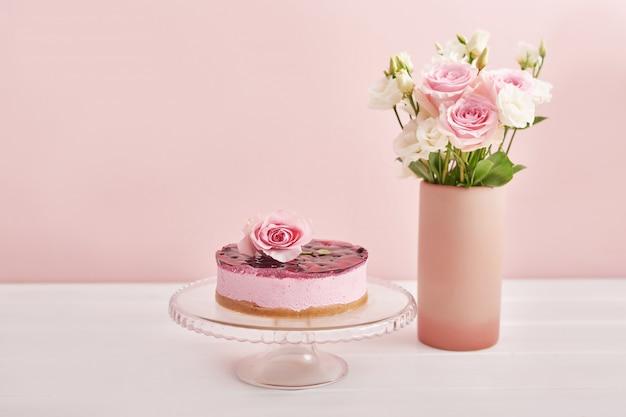 Rosen auf rosa hintergrund