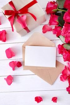 Rosen und geschenkbox für valentinstag
