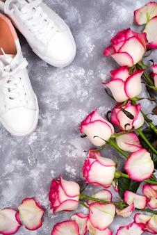 Rosen und modische Schuhe