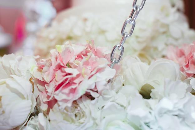 Rosenstrauß als dekor bei der hochzeit