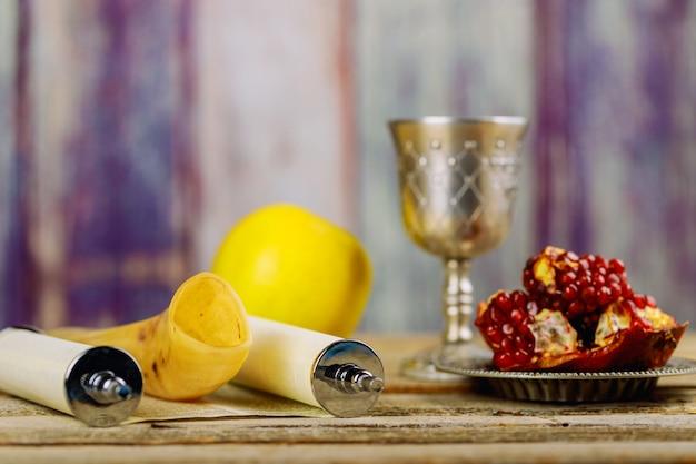 Rosh haschanah jüdisches neujahr. traditionelle feiertagssymbole