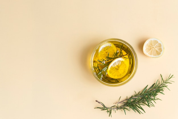 Rosmarin und zitronenöl