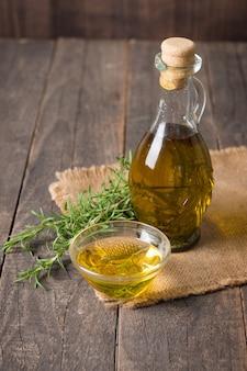Rosmarinöl auf holz