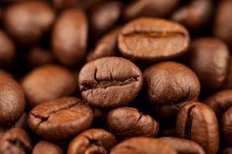 Röstkaffee von Kaffeebohnen masern Hintergrund, selektiven Fokus