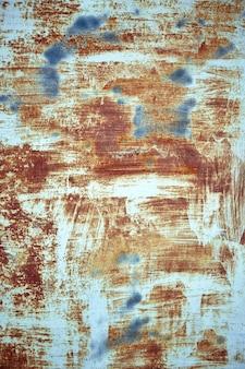 Rostmetallstruktur mit abblätternder farbe, blaue farbe. struktureller hintergrund, kopienraum, von oben geschossen. textunterlage.