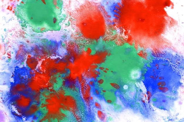 Rot-blau-grün-spritzschmelze, auf weißem papier verdampfen