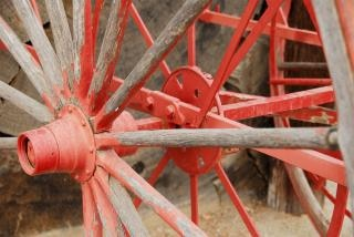 Rot lackiert wagenrad