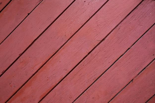 Rot lackierter holzhintergrund aus riemen. nahaufnahmefoto