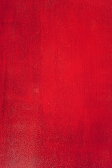 Rot lackiertes sperrholz.