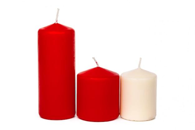 Rot und weiß farbige weihnachtskerzen getrennt