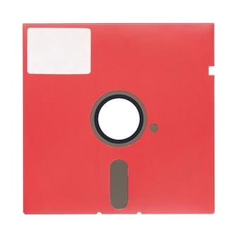 Rote 5,25-zoll-diskette oder diskette isoliert auf weißem hintergrund