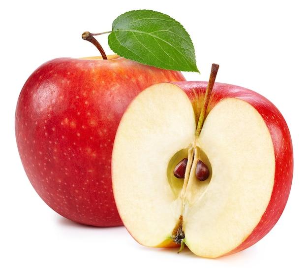 Rote äpfel lokalisiert auf weißem hintergrund. reife frische äpfel clipping path. apfel mit blatt