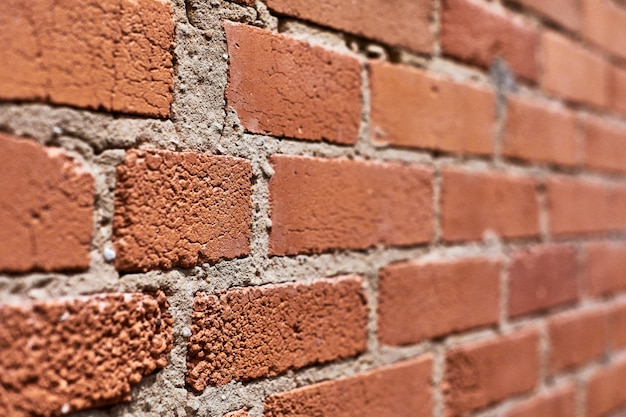 Rote backsteinmauer mit zement