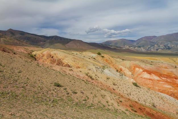 Rote berge in kyzyl chin-tal in altai