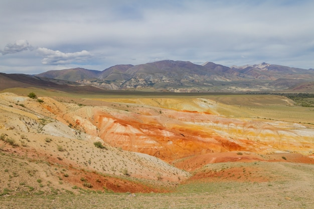 Rote berge in kyzyl-chin-tal in altai