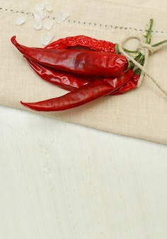 Rote chiligewürze - bündel getrockneter chilipfeffer
