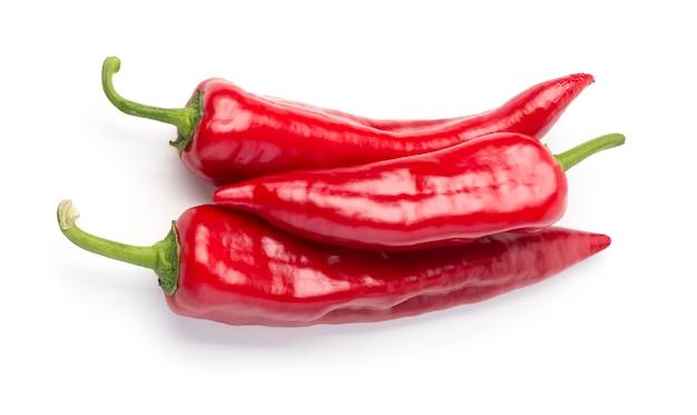 Rote chilischote isoliert auf weißem hintergrund Premium Fotos
