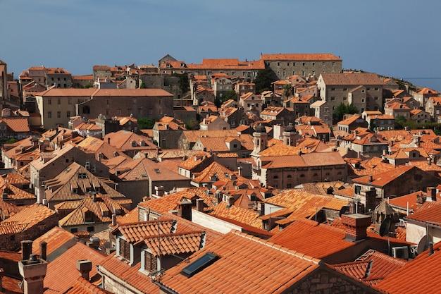 Rote dächer in der stadt dubrovnik an der adria, kroatien