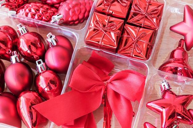 Rote dekoration gesetzt für weihnachten