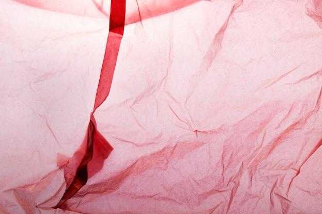 Rote einweg-plastiktüte