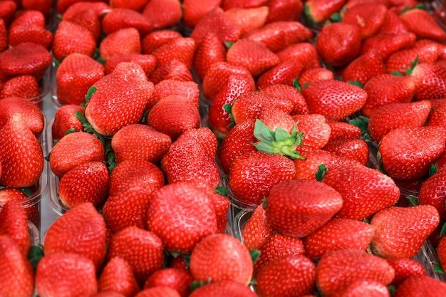 Rote frische reife erdbeeren