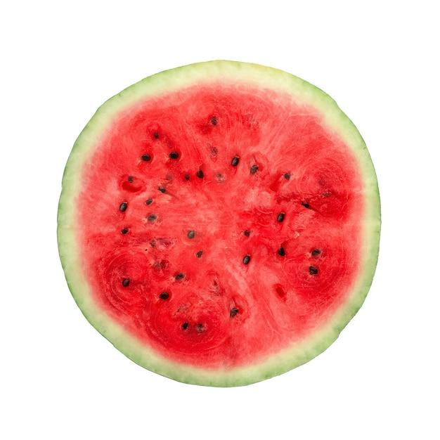 Rote frische wassermelone halbiert auf einer weißen hintergrundnahaufnahme