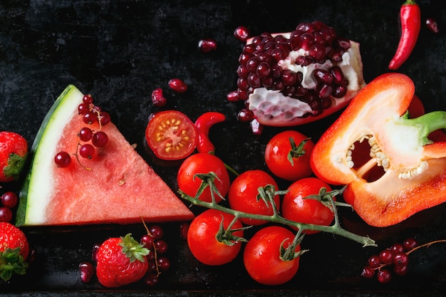 Rote früchte und gemüse