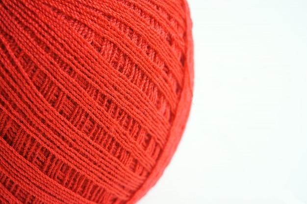 Rote garn- / fadenkugel