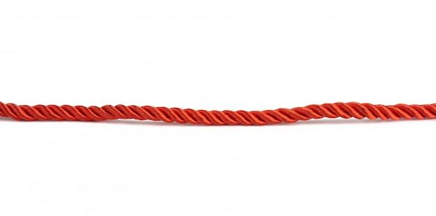 Rote gedrehte spitze aus seidenfäden isoliert