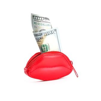 Rote geldbörse in form von lippen und banknoten von hundert dollar.