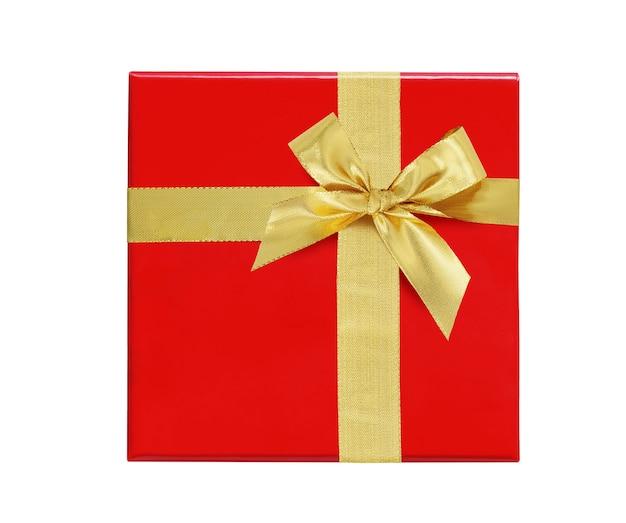 Rote geschenkbox mit goldband und bogen isoliert auf weißem hintergrund. ansicht von oben