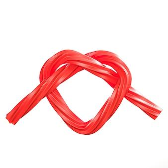 Rote herz-form-süßigkeit minimale konzeptidee auf weißem hintergrund. 3d-rendering