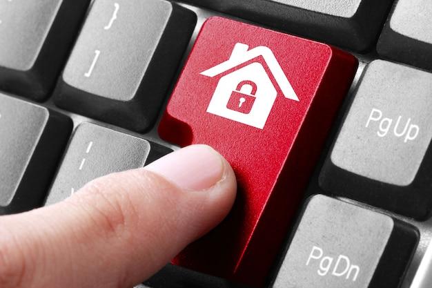 Rote home-taste auf der tastatur