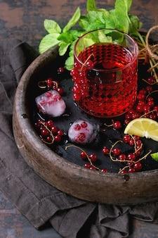 Rote johannisbeere limonade