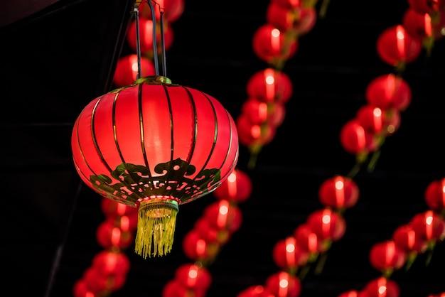 Rote laterne des neuen jahres des chinesischen neujahrsfests an yaowarat straße, bangkok thailand