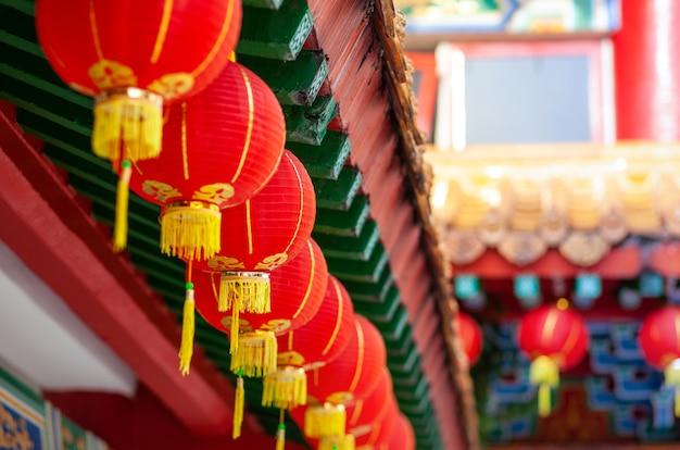 Rote laternen des buddha-tempels, horizontal