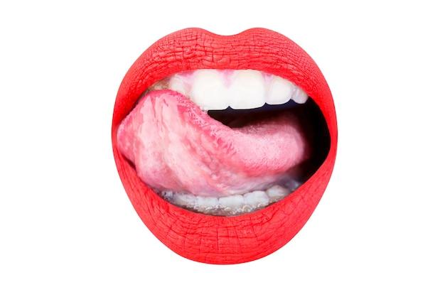 Rote lippe, lippenstift und lipgloss, leidenschaftlich. nahaufnahme, makro mit schönem mund. sexy zunge. zunge und sexy mund, offen. frauenlippe, weibliche lippen. sexy lippen, zunge raus. schöne sexy frau, mädchen.