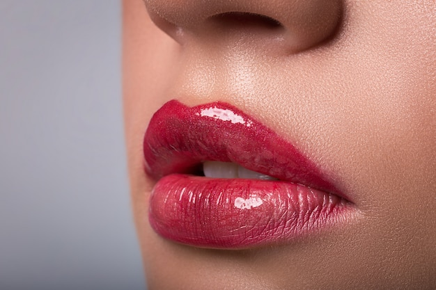Rote nahaufnahme der frau lippen