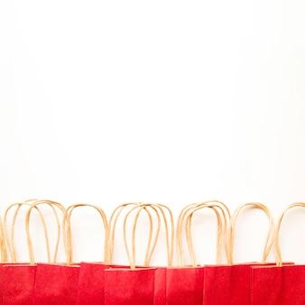 Rote papiereinkaufspakete