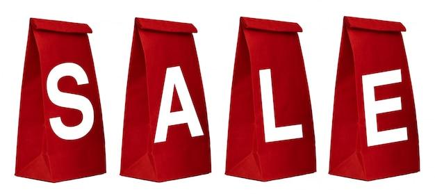 Rote papiertüten mit dem verkaufs-zeichen lokalisiert auf weißem hintergrund