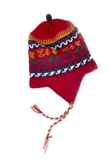 Rote peruanische kappe lokalisiert auf weißem hintergrund