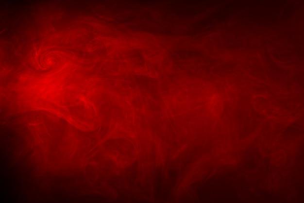 Rote rauchbeschaffenheit auf einem schwarzen hintergrund