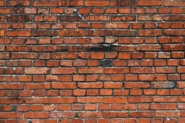 Rote schmutzige backsteinmauer. grunge hintergrund.