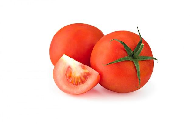 Rote tomaten lokalisiert auf weißem hintergrund