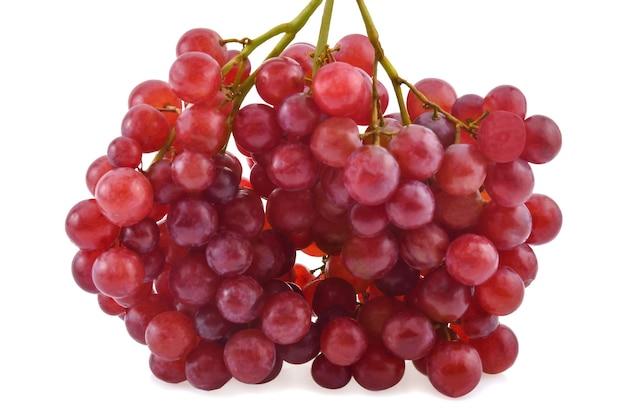 Rote trauben isoliert auf weißem hintergrund