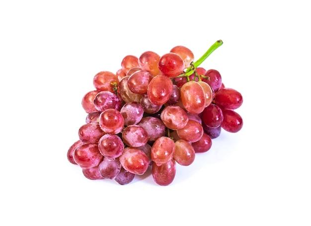 Rote traubenfrucht lokalisiert auf weißem hintergrund