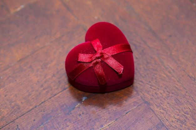 Rote trauringe box
